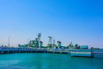 海上登舰平台与重庆号军舰