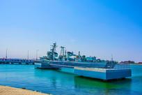 海上登舰平台与重庆号巡洋舰