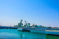 海上登舰平台与重庆舰