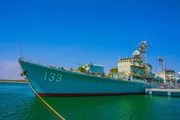 重庆号巡洋舰左侧图与登舰台