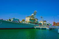 重庆号巡洋舰左侧图与登舰平台