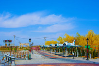 泰达航母公园广场与一排战斗机