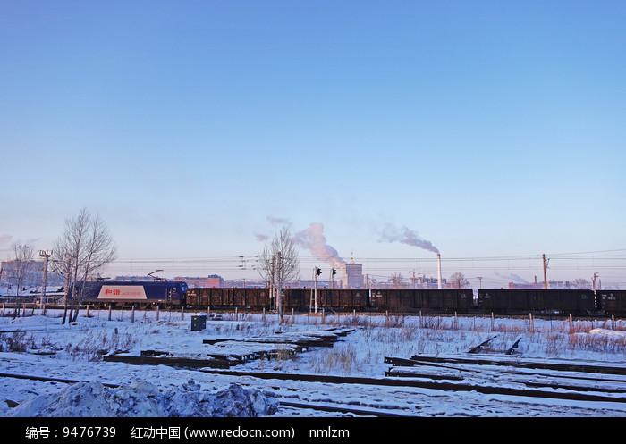 铁路上的和谐号货运列车 图片
