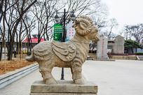 古代神兽枭羊右侧全身雕像