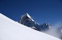 四姑娘山雪山景色