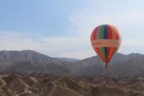 沙漠上方的热气球