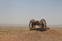 沙漠中的手推车