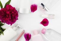 鲜花和化妆品瓶图片
