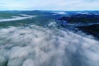 晨雾迷漫的山林