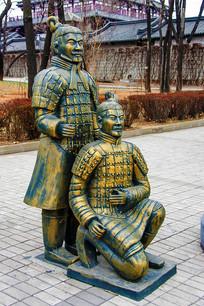 秦始皇兵马俑二俑铜雕蹲立像