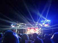 雨中的演唱会