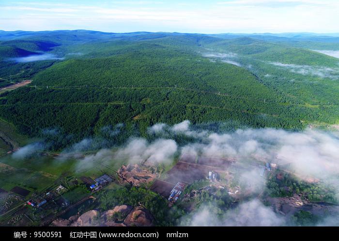 大兴安岭山林云海图片