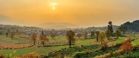秋季卢村日出全景