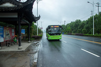 新能源公交车在行驶中