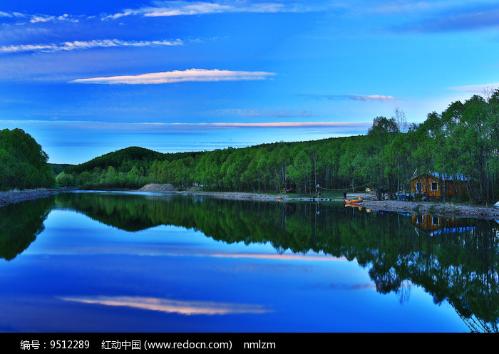 彩云湖泊图片