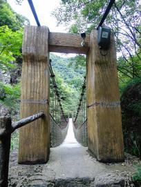 铁索桥大门入口摄影图
