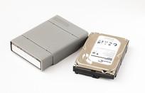 硬盘保护盒和3.5英寸硬盘