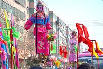 春节庙会上的背阁表演