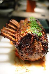 美味的碳烤野猪排