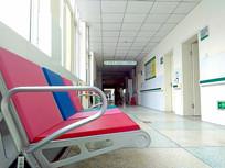 宽敞明亮的医院楼道景观