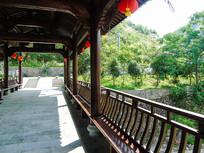 仿古木质结构古建筑长廊摄影图