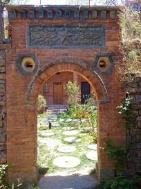 60年代的红砖拱顶门