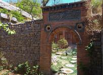 拱顶门和石头围墙