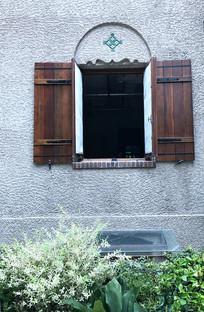 别墅的木质窗