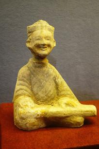 汉代彩绘男琴俑