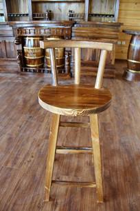 木制靠背四脚椅子