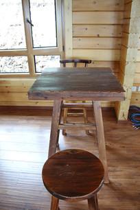 木制四脚方桌