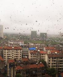 下雨的玻璃