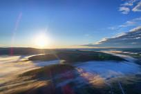 大岭上太阳升起 山林晨雾迷漫