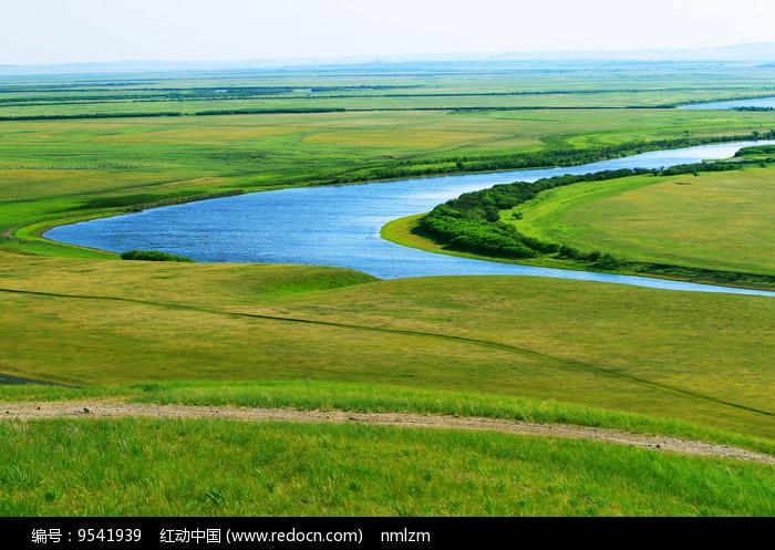 草原蓝色河湾图片