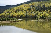 金秋时节美丽的属都湖
