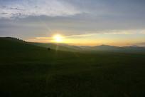 草原日落美景