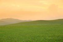 暮色中的草原山峦