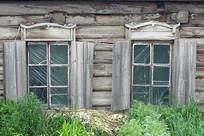 边塞村庄上护林老房俄式窗户