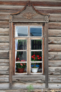 俄式木刻楞老房古朴的木刻窗户