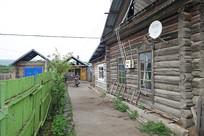 俄式木刻楞老房古朴的院落