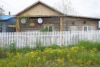 维修后的俄罗斯风格木刻楞老房