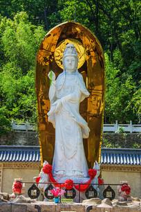 千山灵岩寺汉白玉观音雕像
