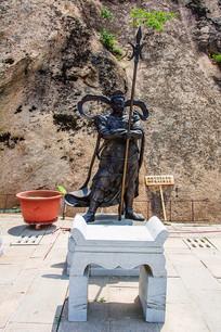 (蛇)珊底罗大将雕像与祭桌