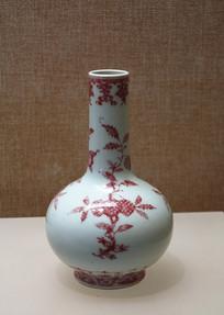釉里红折枝花果纹天球瓶