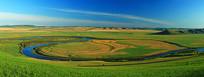 呼伦贝尔草原河流蜿蜒全景图