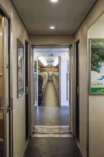 高铁列车连接处