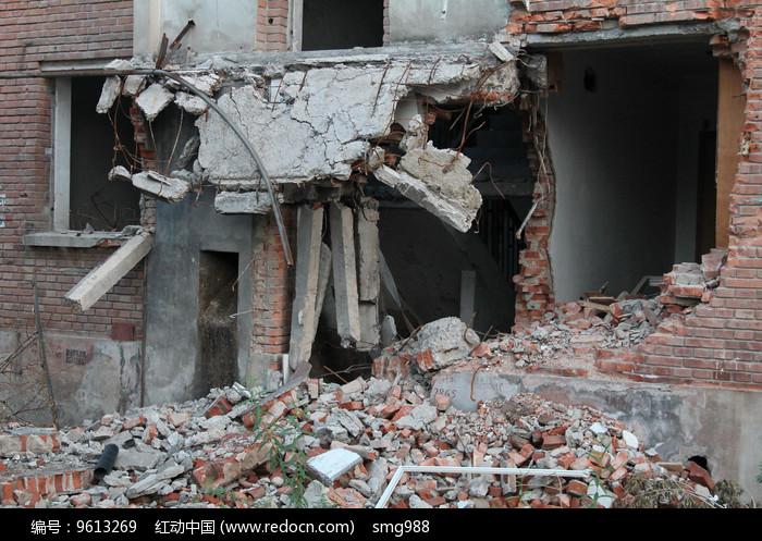 废弃的拆迁大楼图片