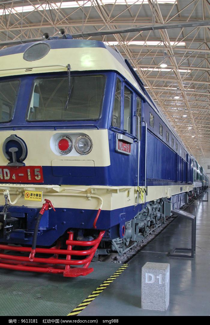 蓝色的电气火车图片