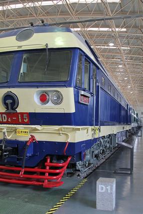蓝色的电气火车