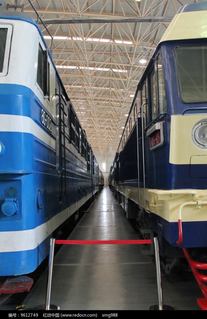 老式火车车厢间隙图片